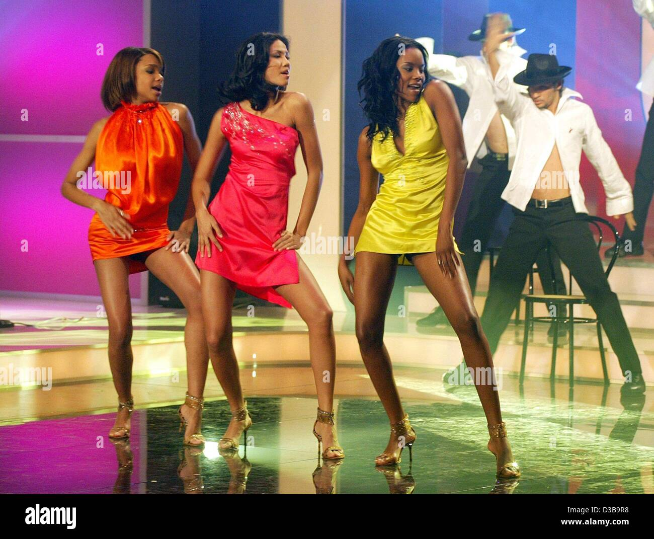 (dpa) - The members of the girlgroup Heaven Sent dance during a dress rehearsal of the Aids gala 'Stars 2002' - Stock Image