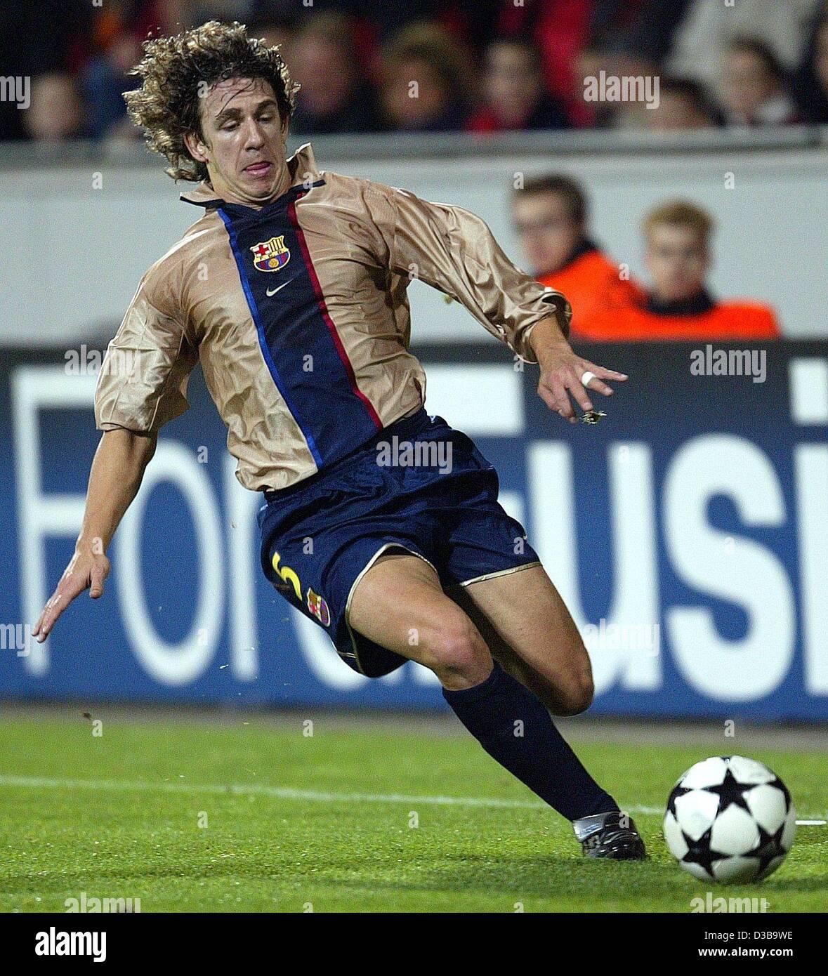 (dpa) - Barcelona's defender Carles Puyol kicks the ball during the UEFA Champions League match Bayer 04 Leverkusen - Stock Image