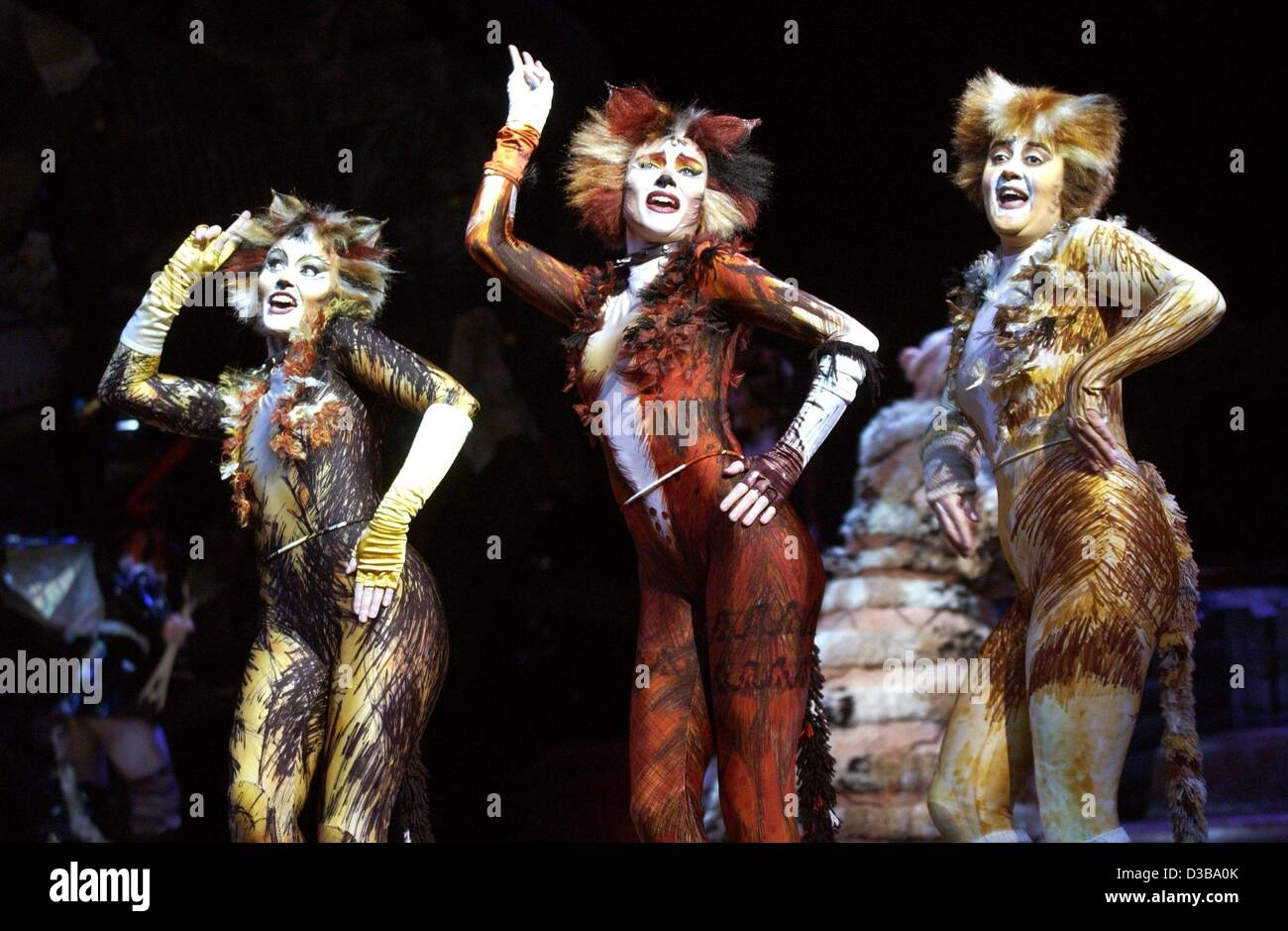 (dpa) - The cats from the musical u0027Catsu0027 sing during a dress  sc 1 st  Alamy & Cats Musical Costume Stock Photos u0026 Cats Musical Costume Stock ...