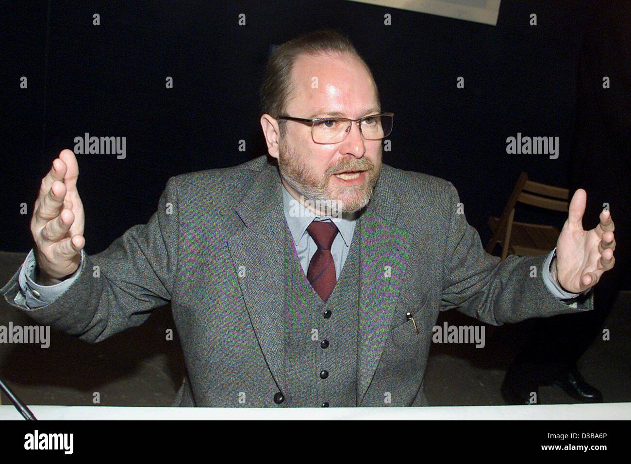 (dpa) - Jan Philipp Reemtsma, initiator of the exhibition on crimes of the Wehrmacht, speaks at the presentation - Stock Image