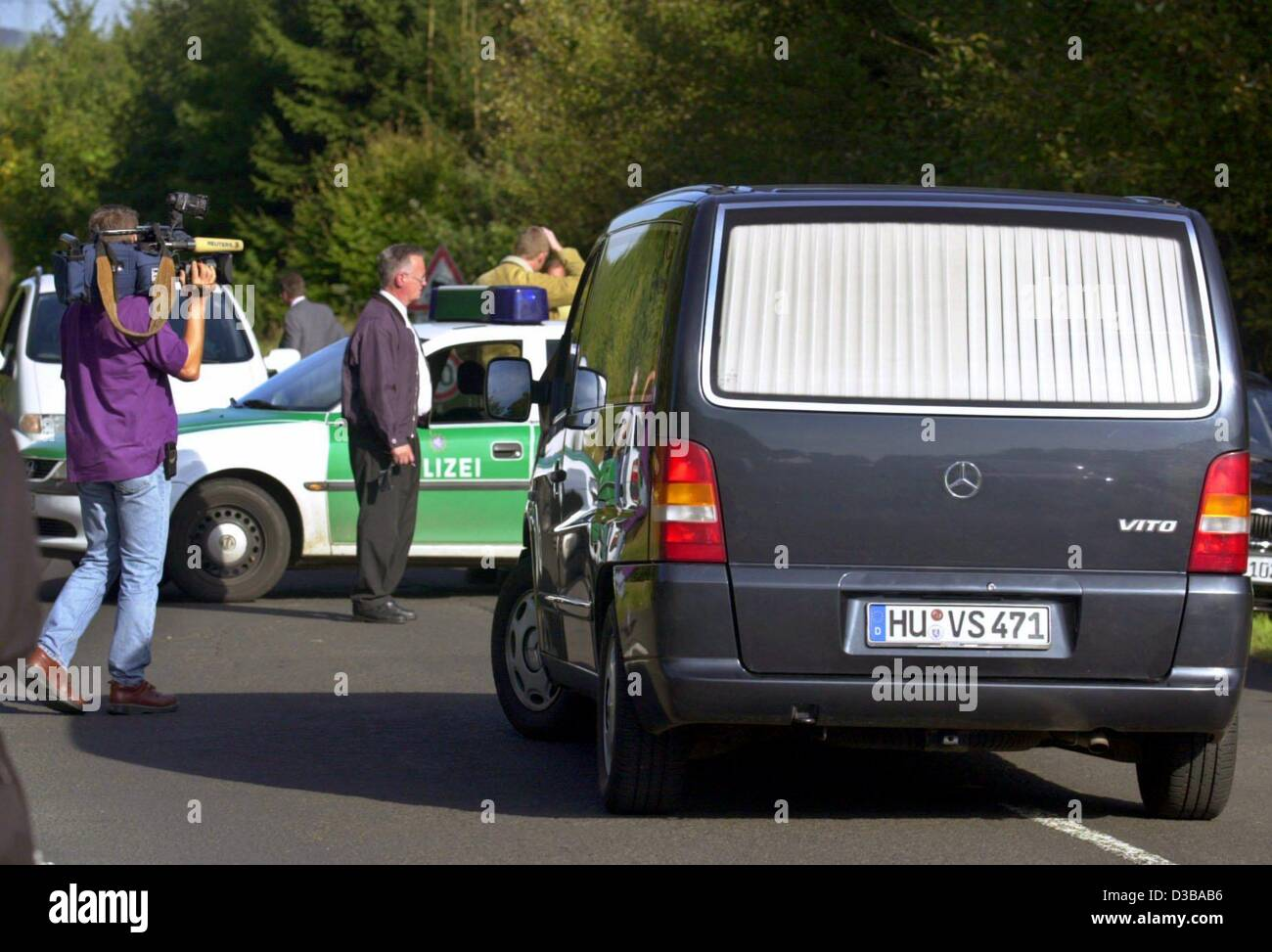 (dpa) - A hearse stands at a police roadblock, where the bound up corpse of the kidnapped Jakob von Metzler, the - Stock Image