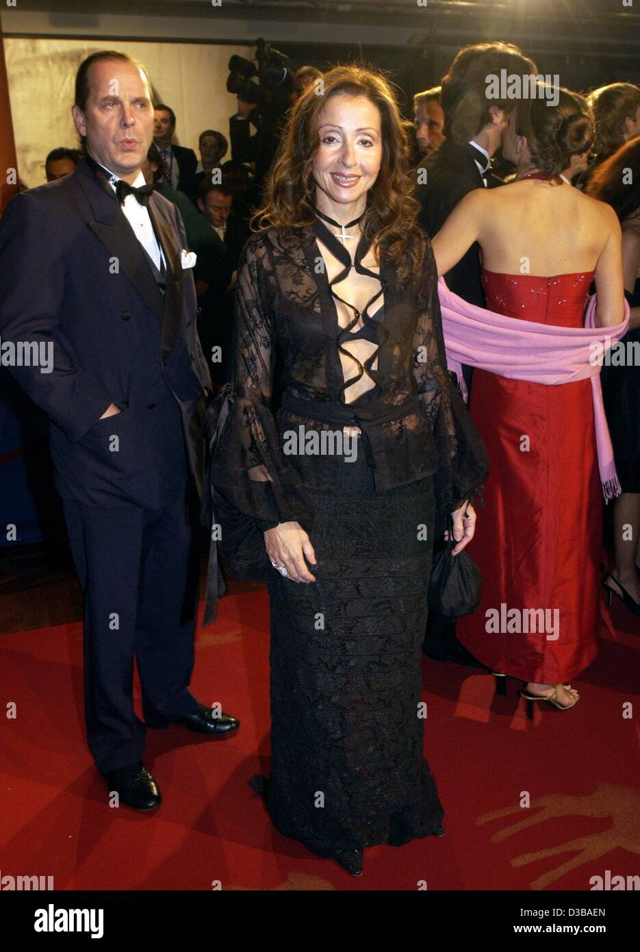 (dpa) - Greek-born Schlager singer Vicky Leandros and her husband Enno Baron von Ruffin arrive at the Bambi award - Stock Image