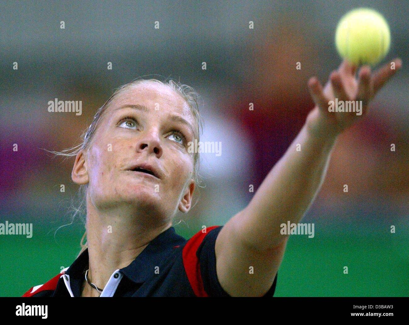 (dpa) - Germany's Barbara Rittner serves during the first leg of the 13th International Sparkassen Cup WTA Tournament - Stock Image