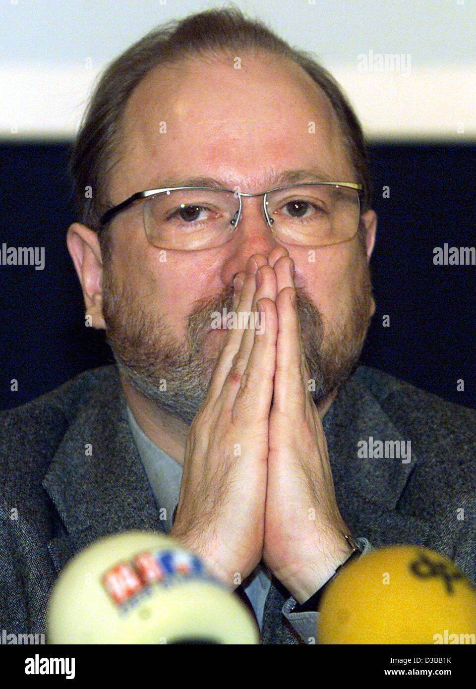 (dpa) - Jan Philipp Reemtsma, initiator of the exhibition on crimes of the Wehrmacht, pictured at a press conference, - Stock Image
