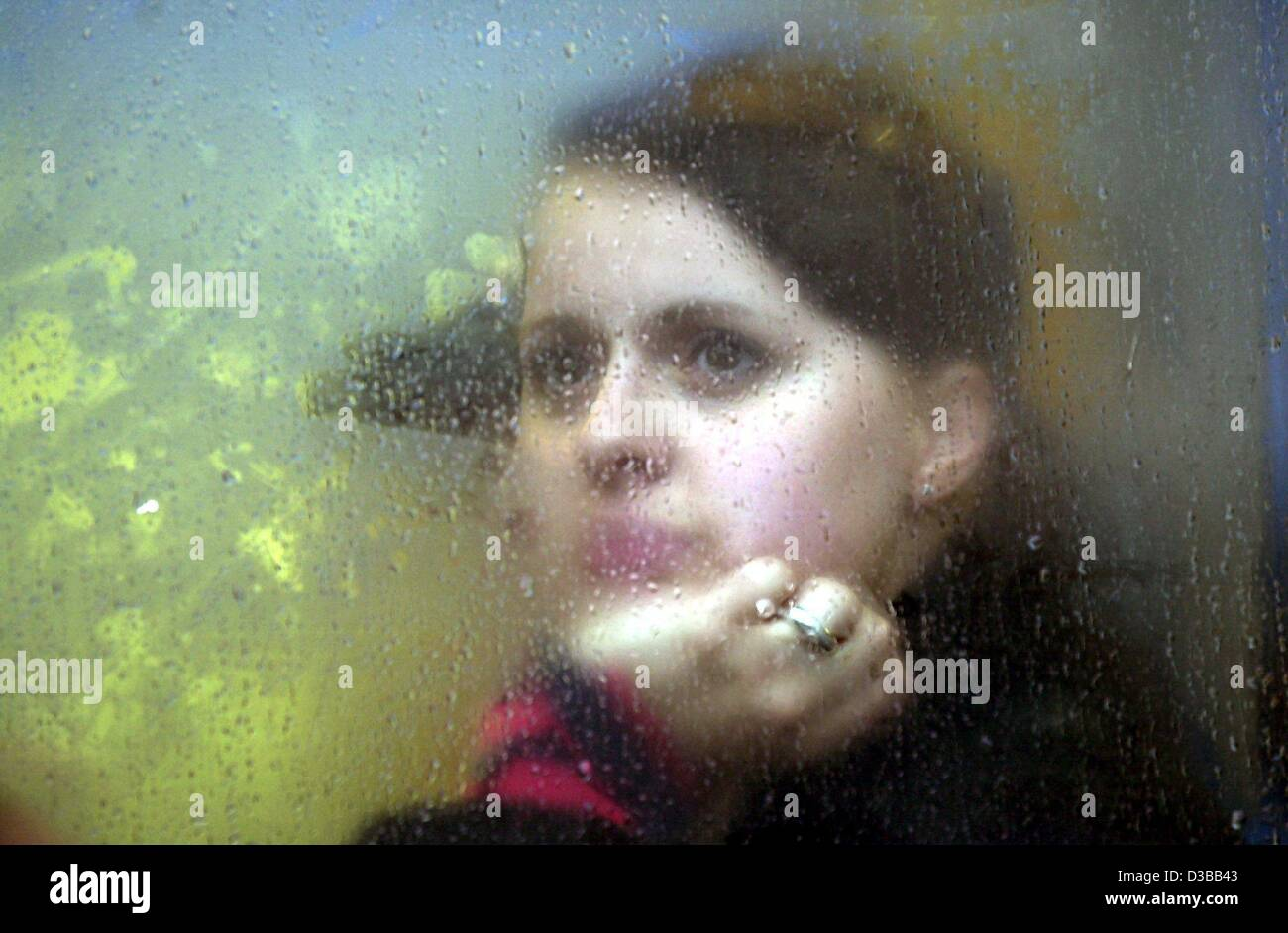 (dpa) - A young lady looks dreamily through a steamed up window pane in a streetcar in Kassel, Germany, 5 October - Stock Image