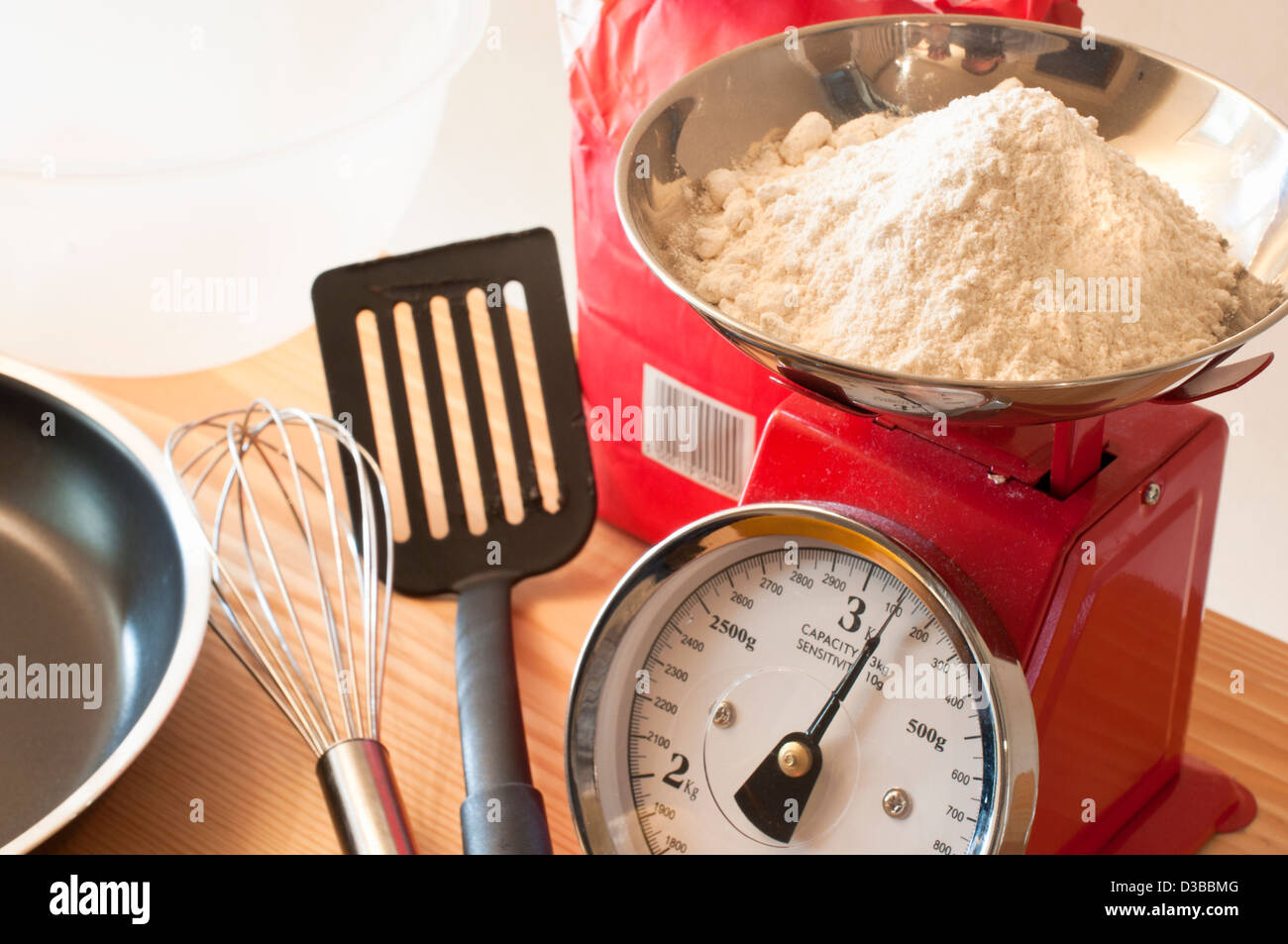 Kitchen scales and flour - Stock Image