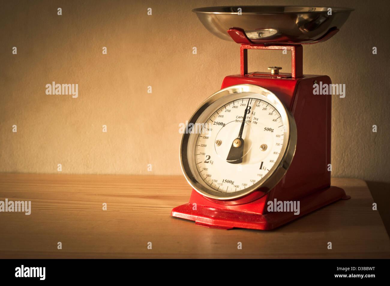 Retro kitchen baking scales - Stock Image