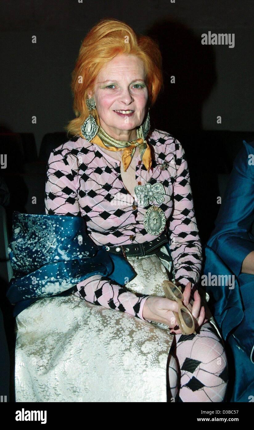 (dpa) - Fashion designer Vivienne Westwood appears in a flamboyant dress at a newcomer fashion gala in Berlin, 30 - Stock Image