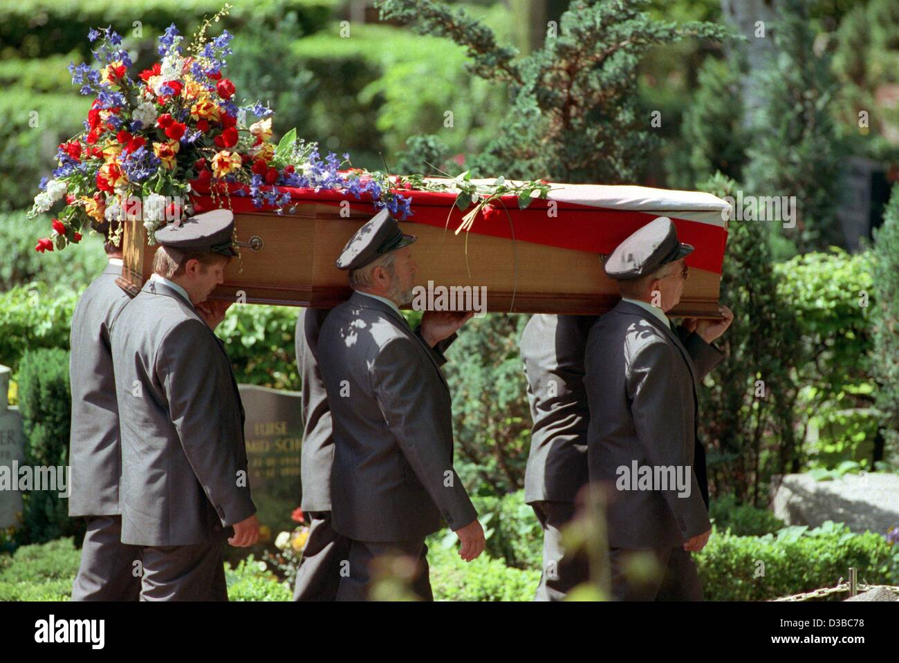 Coffin Bearer Stock Photos Coffin Bearer Stock Images Alamy