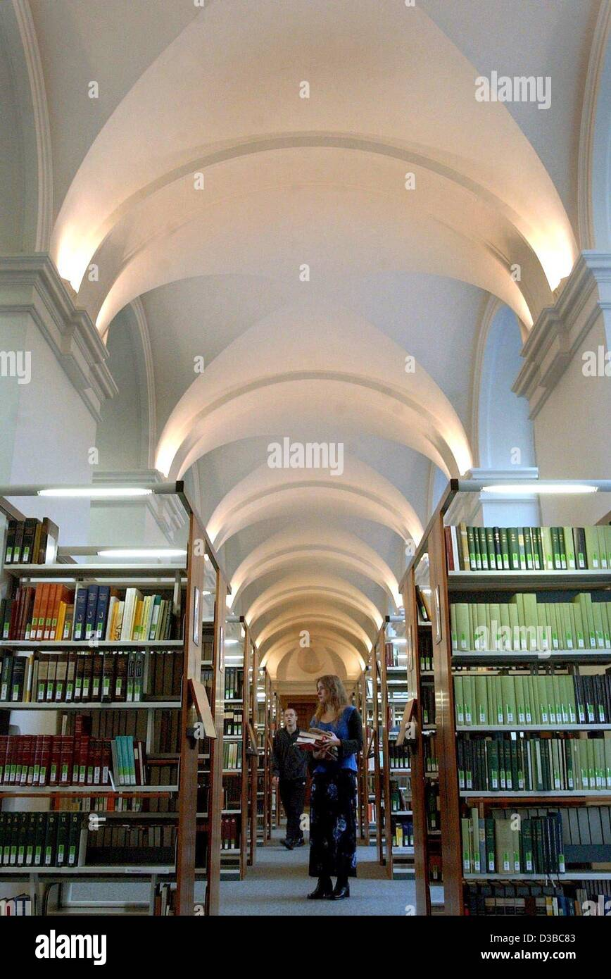 (dpa) - A view of one of the halls of the newly renovated university library 'Bibliotheca Albertina' in - Stock Image