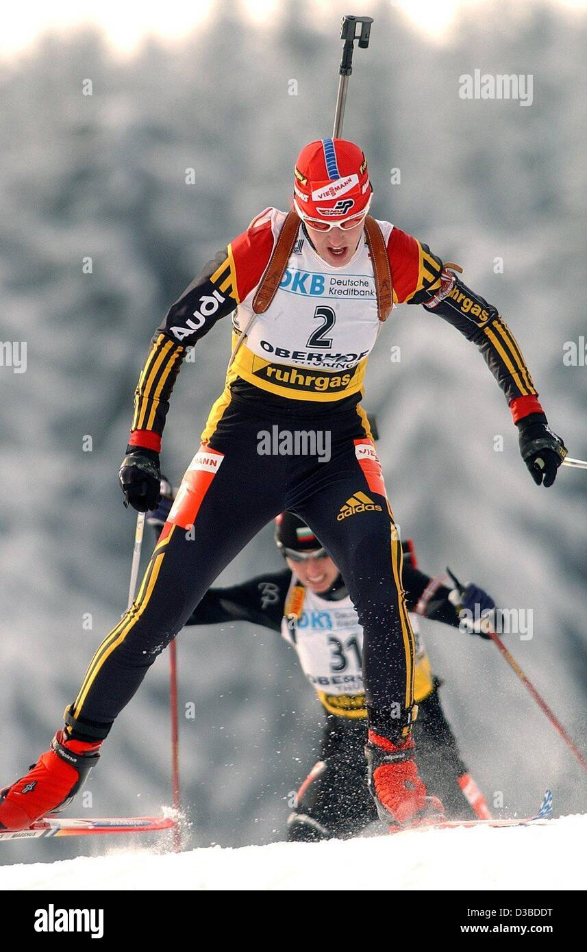 (dpa) - German biathlete Kati Wilhelm sprints to sixth place in the 7.5 km sprint race at the Biathlon World Cup - Stock Image