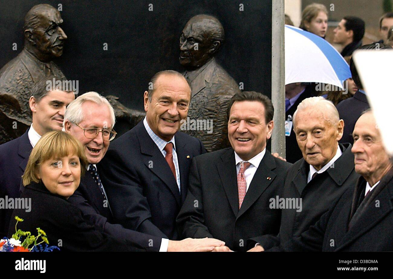 (dpa) - Angela Merkel, Chairwoman of the German CDU party, Bernhard Vogel, Prime Minister of the state of Thuringia, French President Jacques Chirac, German Chancellor Gerhard Schroeder, Max Adenauer, the son of the former German Chancellor Konrad Adenauer, and Philippe de Gaulle, the son of the for Stock Photo