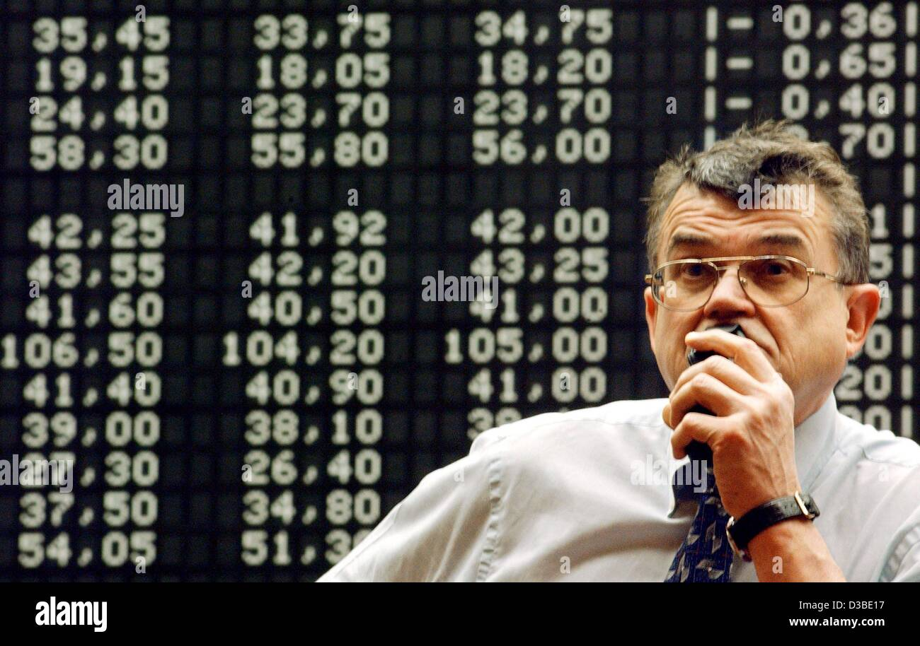(dpa) - A broker worries about the market trend at the Frankfurt stock exchange, 22 January 2003. After a short - Stock Image