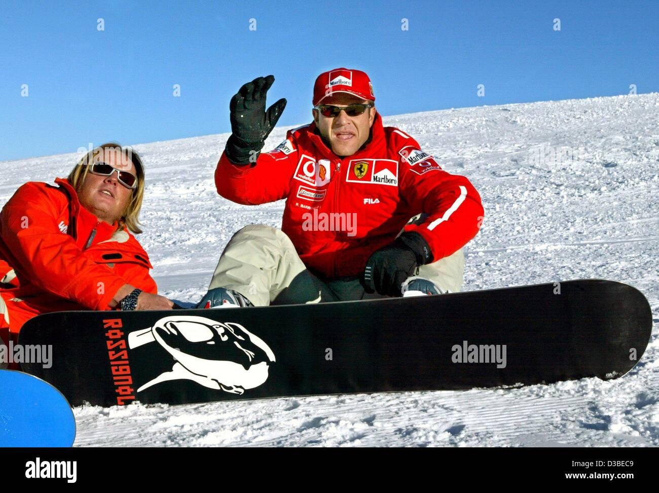 47f4270c1a1 (dpa) - Brazilian formula 1 pilot Rubens Barrichello waves as he pauses  from snowboarding