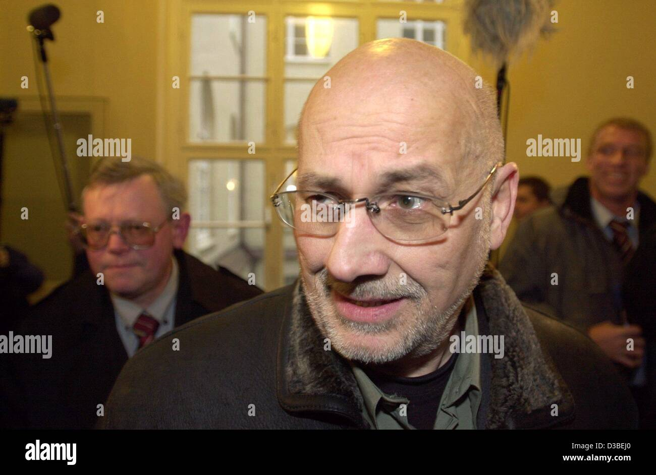 (dpa) - The controversial lawyer Horst Mahler arrives at the court in Hamburg, 13 January 2003. Mahler, the lawyer - Stock Image