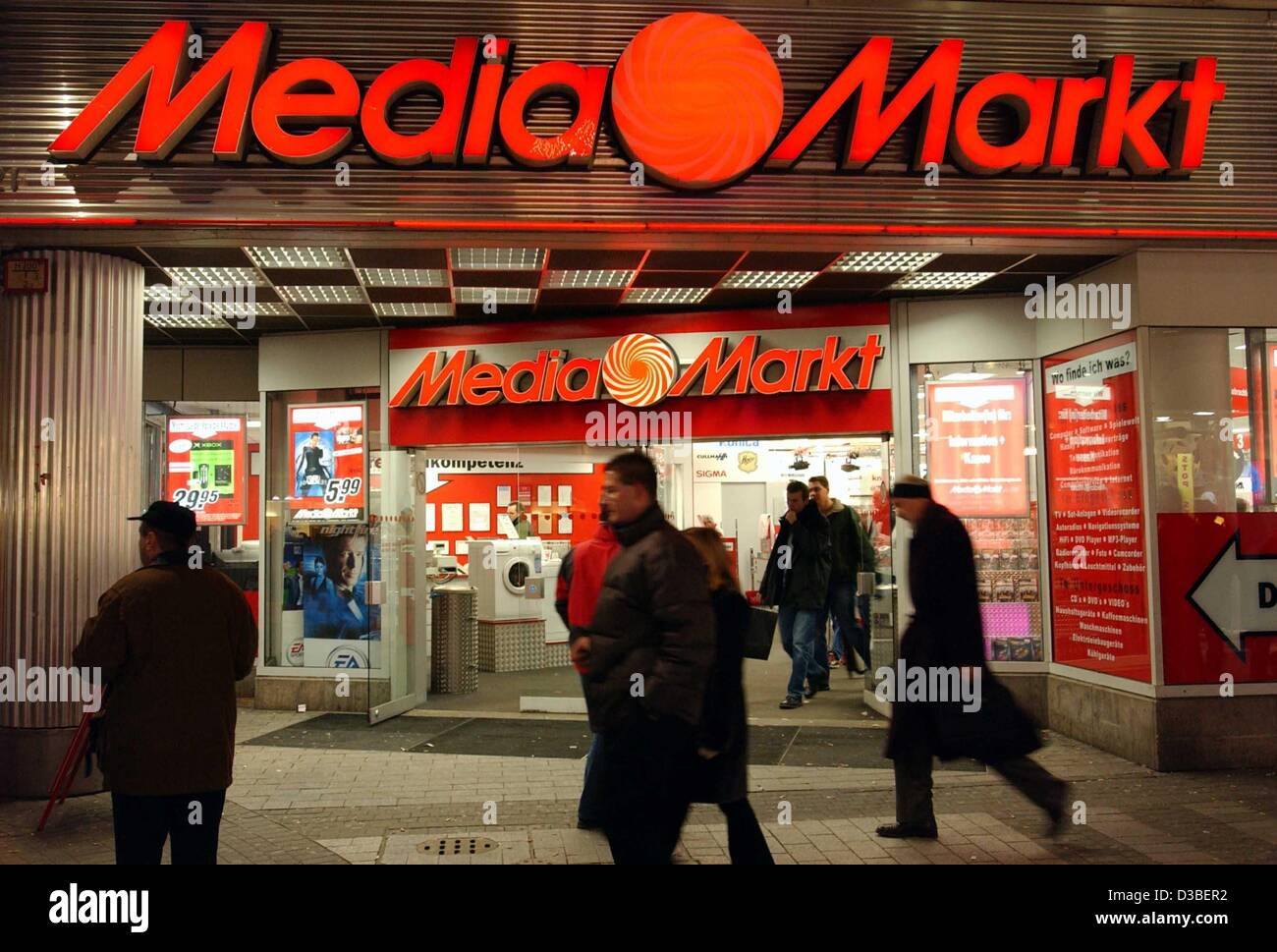 (dpa) - The entrance of the MediaMarkt shop chain in Cologne d2a3266a6b61