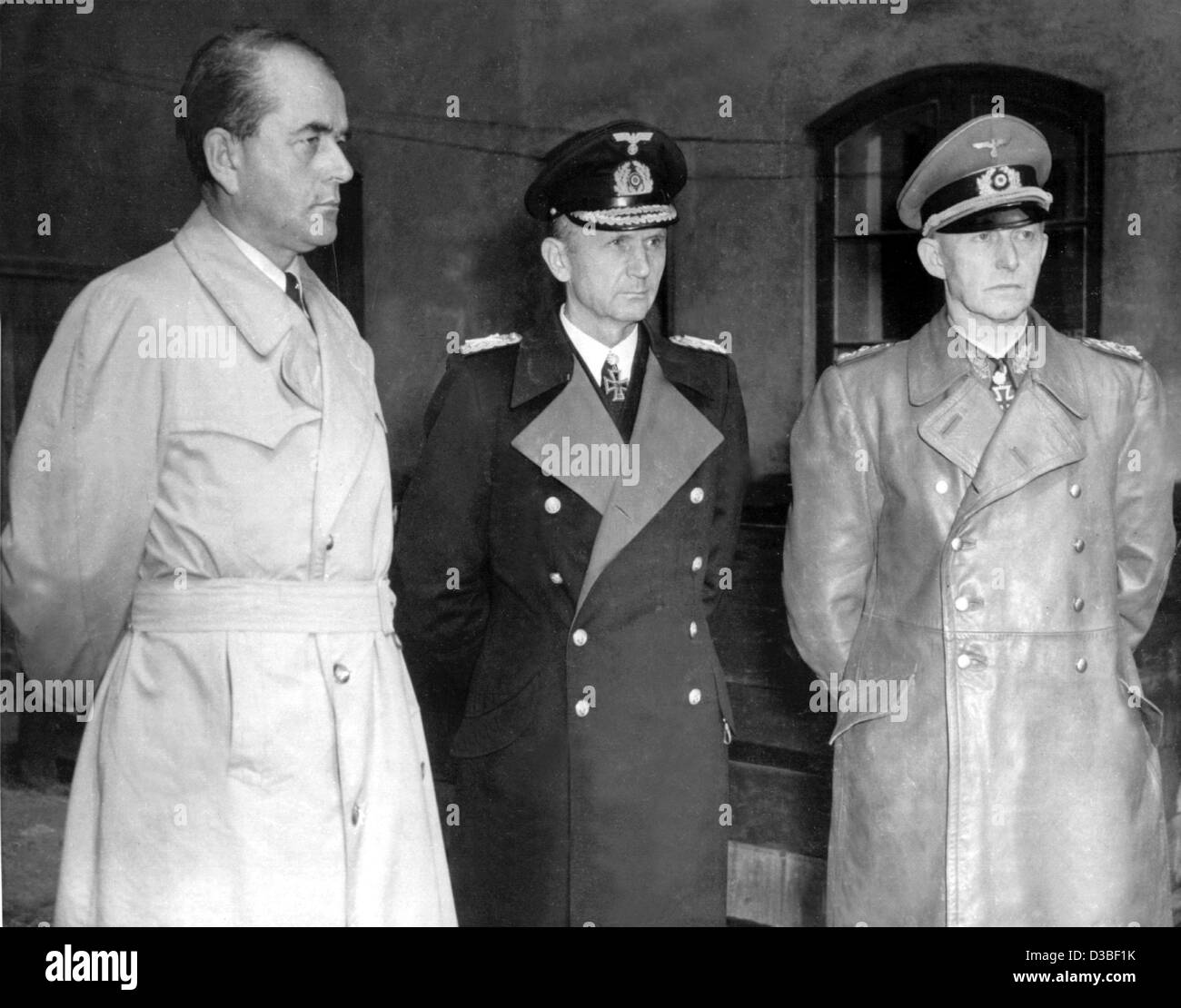 (dpa files) - German Minister of Armaments and War Production Albert Speer (L), Supreme Commander of the Navy Karl - Stock Image