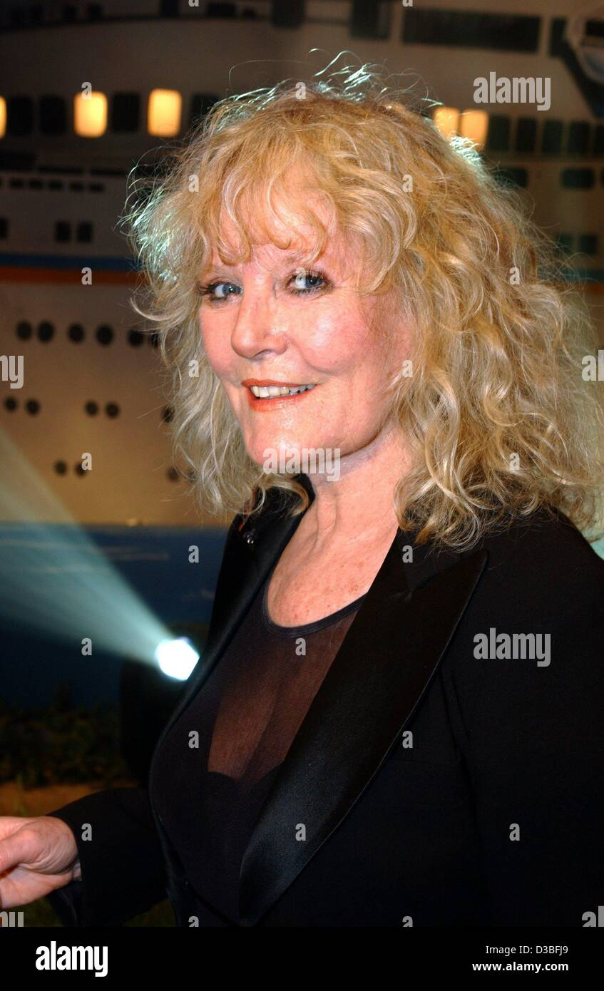 (dpa) -  British singer Petula Clark pictured during the ZDF 'Sommerhitfestival' television show in Berlin, 5 June Stock Photo