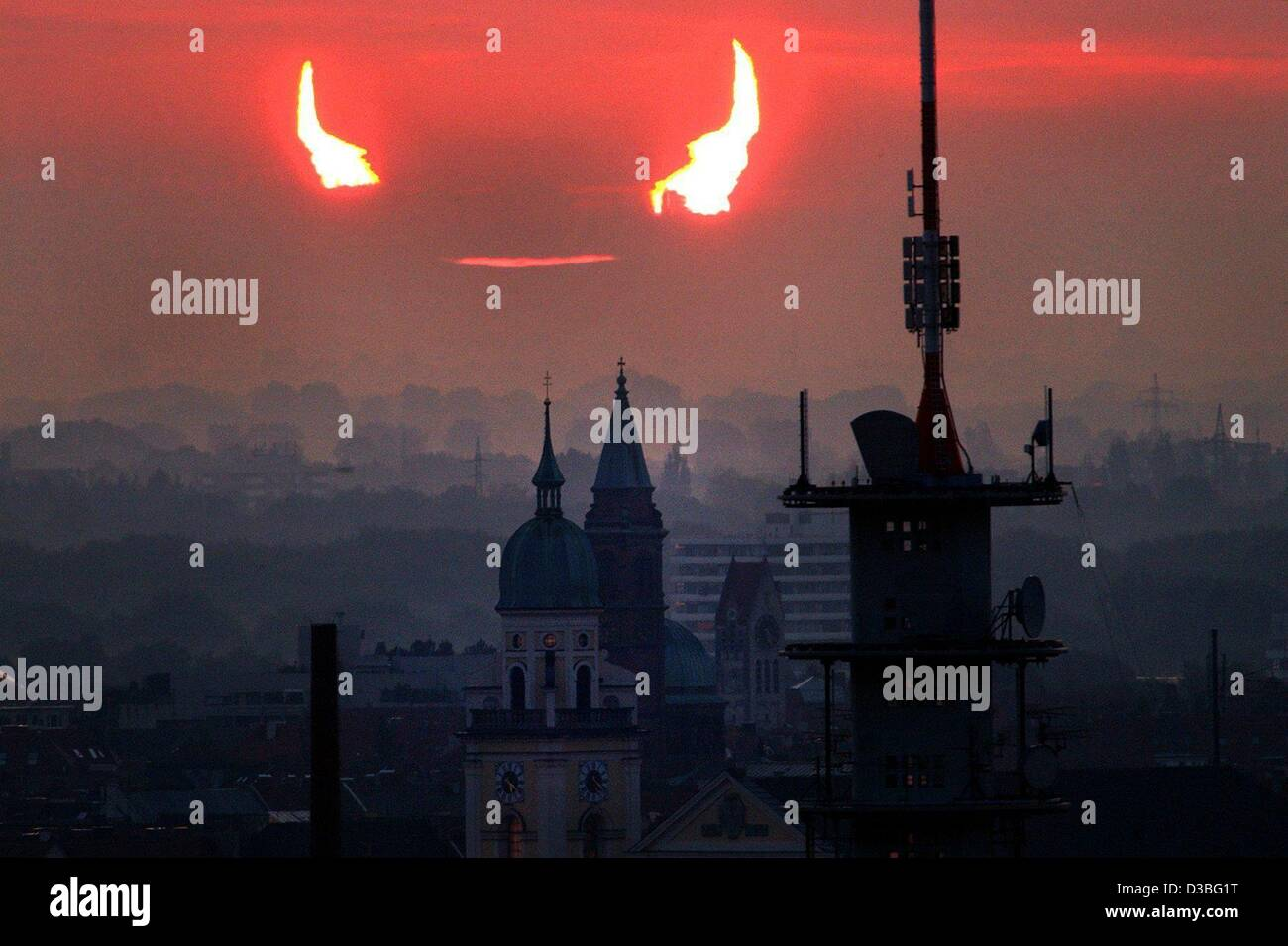 (dpa) - The sky turns red as the moon partially covers the rising sun around five o'clock in the morning in - Stock Image