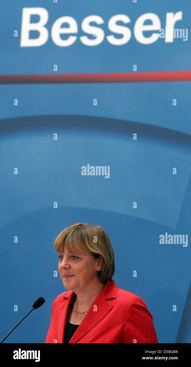 (dpa) - Angela Merkel, leader of the of the German opposition party CDU, speaks during a conference in Berlin, 20 Stock Photo