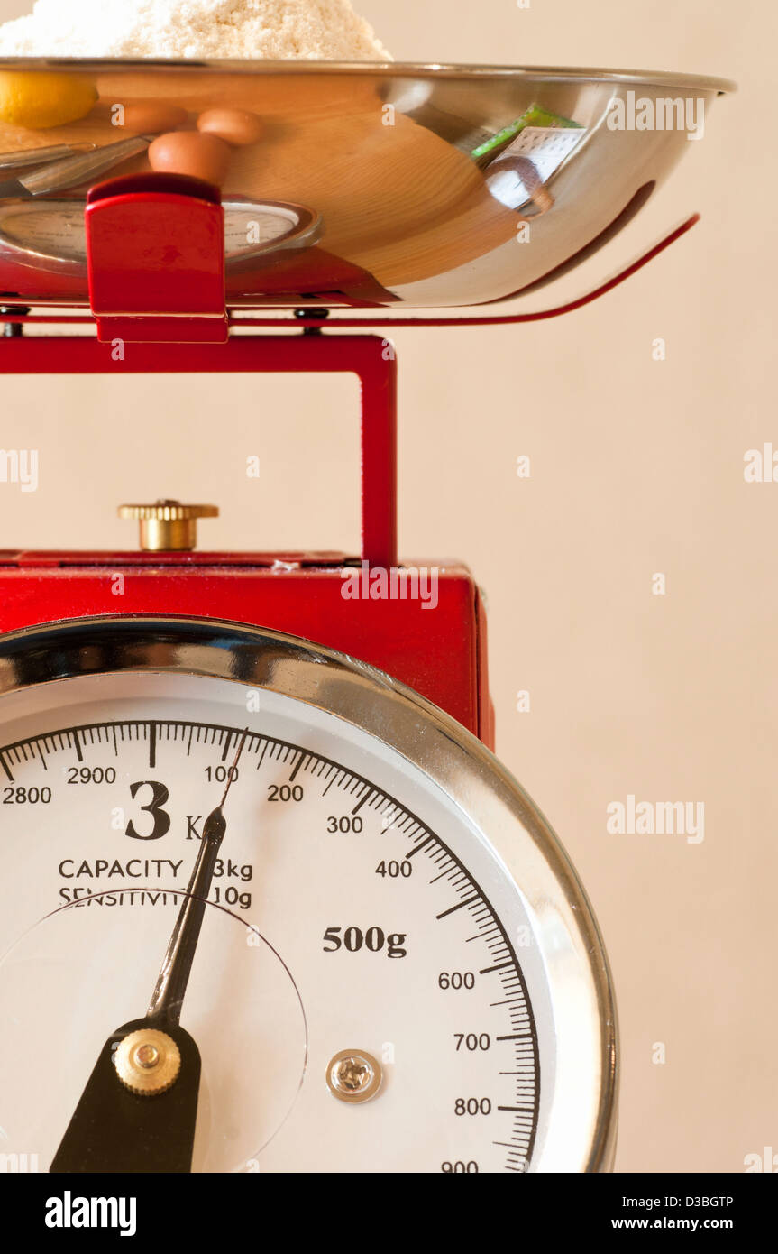 Kitchen weighing scales - Stock Image
