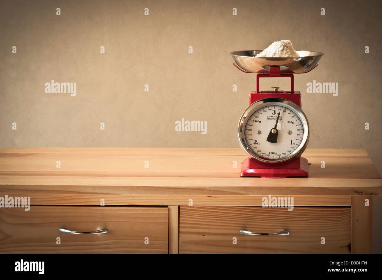 Retro kitchen scales - Stock Image