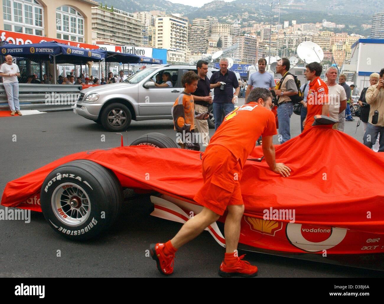(dpa)   Ferrari Mechanics Push The Racing Car Of German Formula 1 Champion  Michael