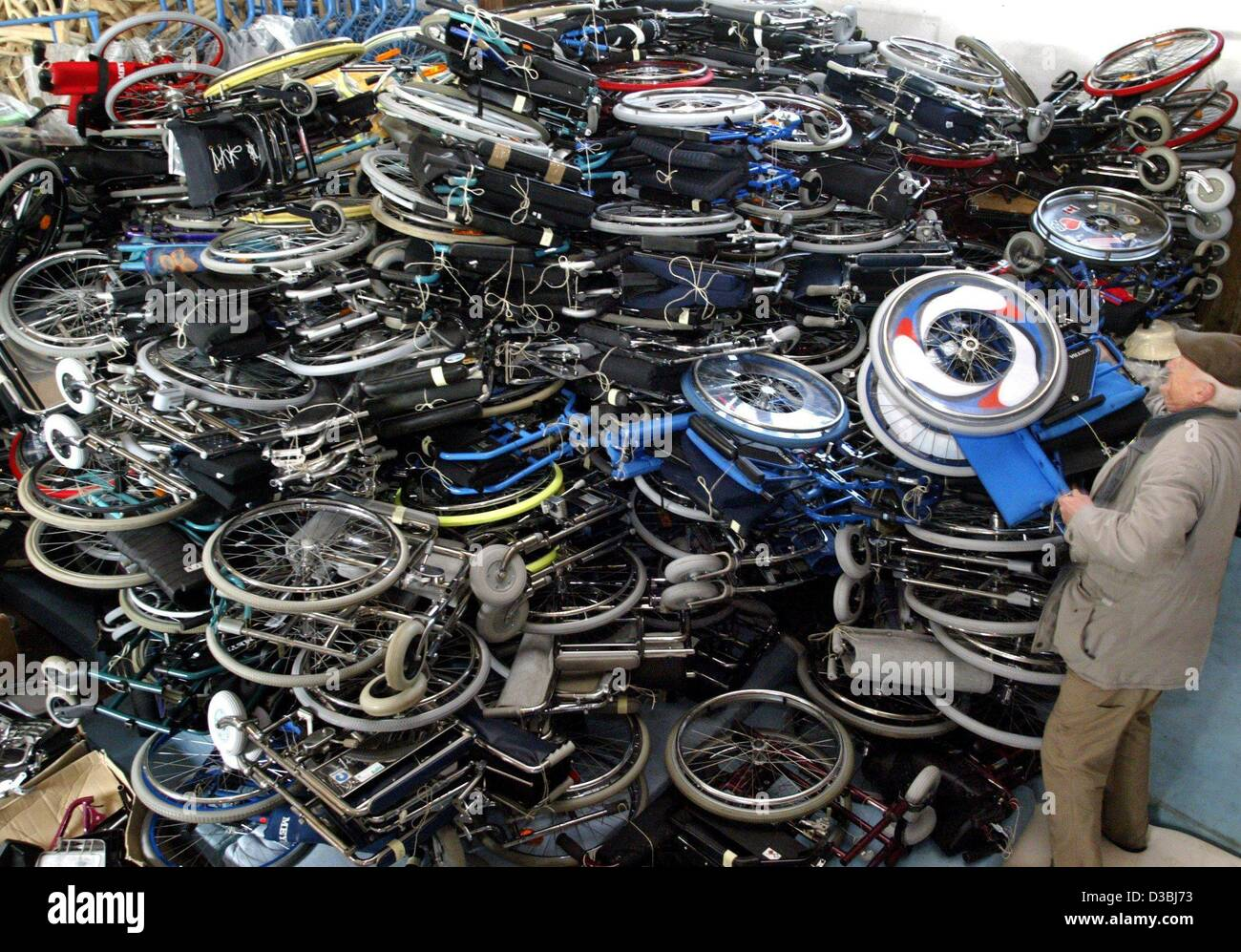 dpa) - Second hand wheel chairs and walking frames are piled up in a ...