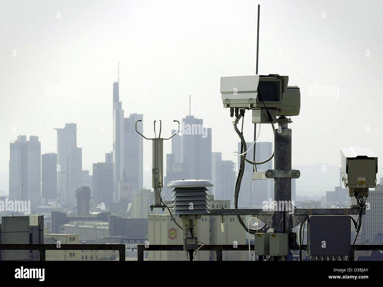 (dpa) - Weather cameras and meteorological recording instruments stand fixed on the roof top of the central office - Stock Image