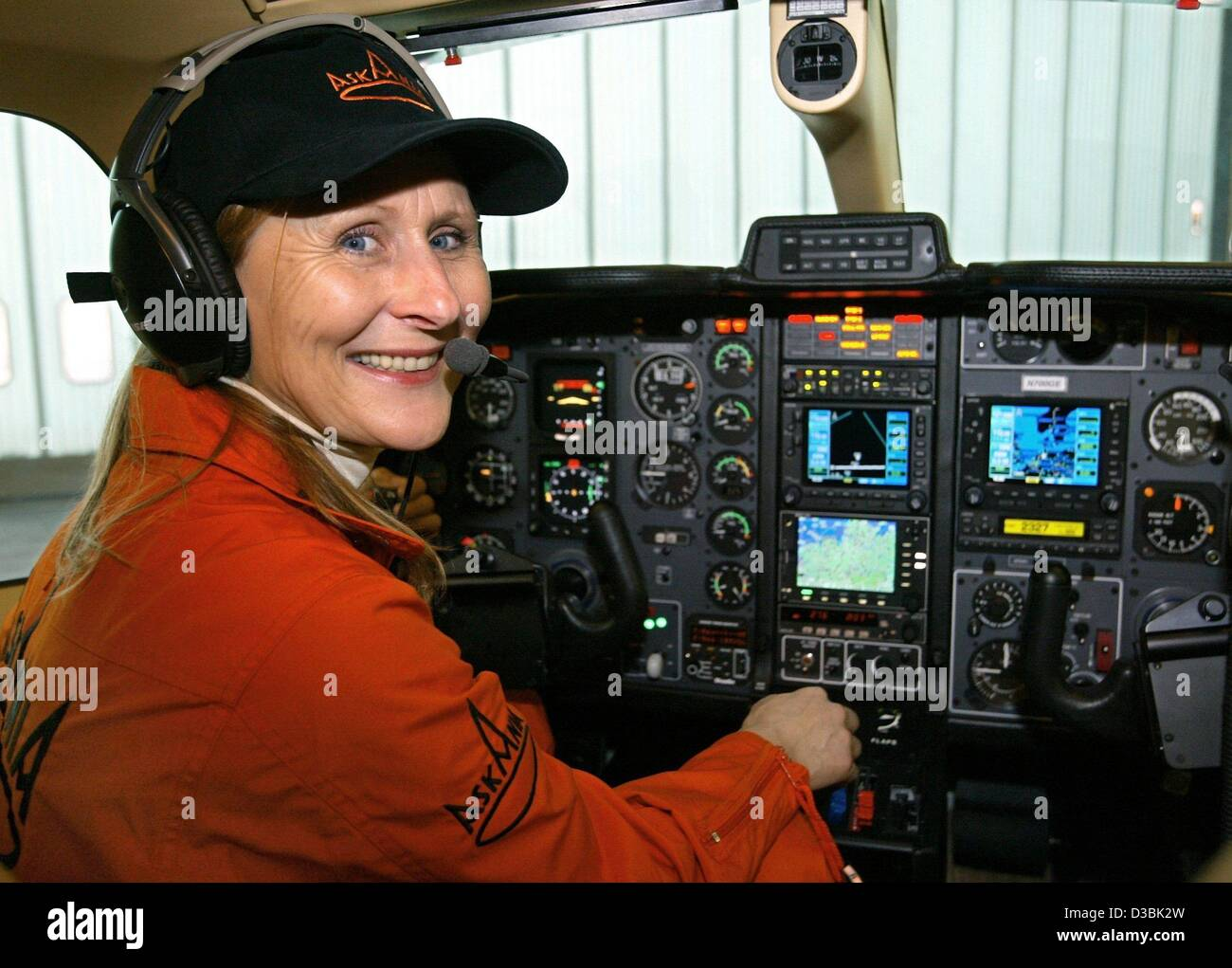 (dpa) - The expert for transatlantic flights, ferry pilot Magret Waltz, sits in the cockpit of a single engine aircraft - Stock Image
