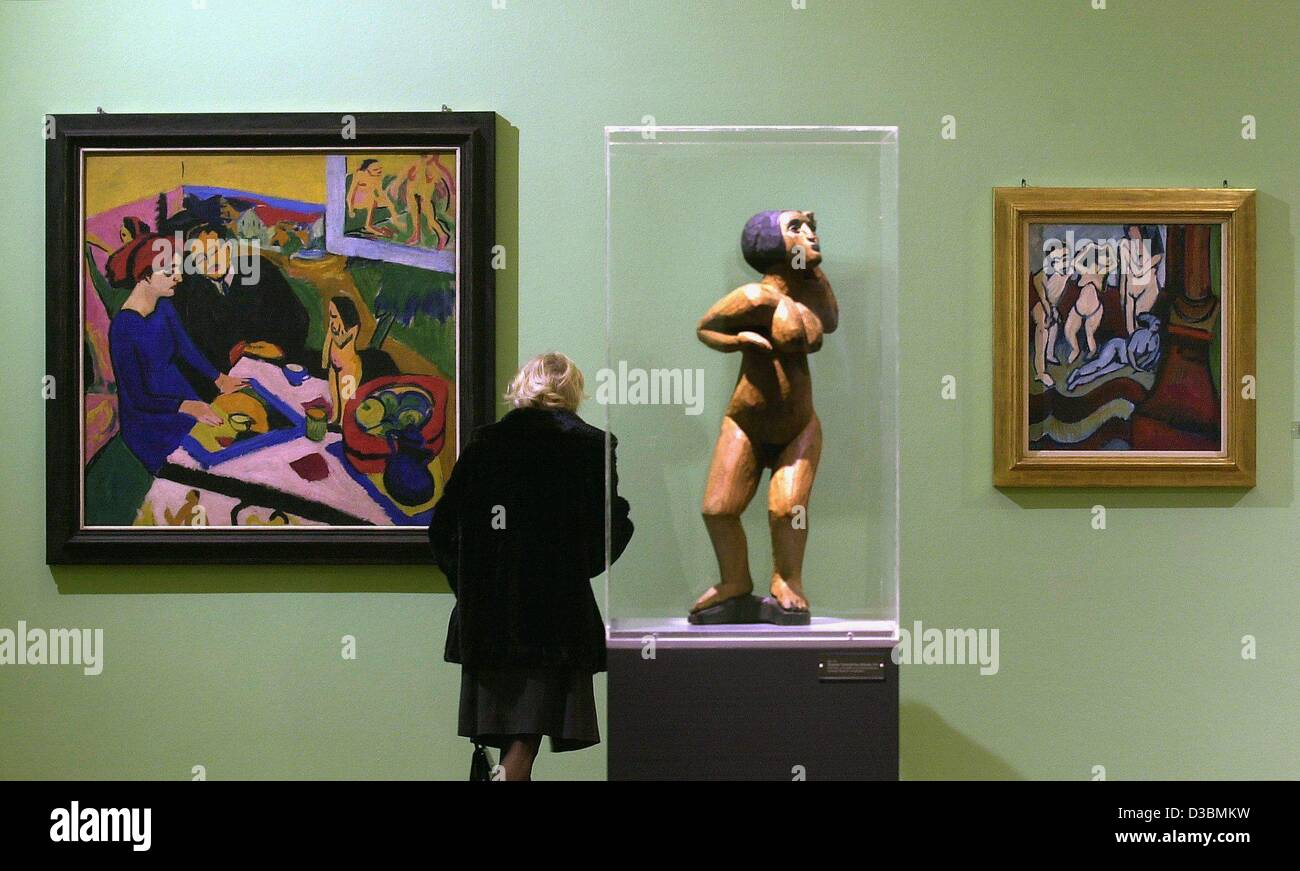 (dpa) - A woman looks at the paintings and sculptures of German expressionist artist Ernst Ludwig Kirchner (1880 - Stock Image