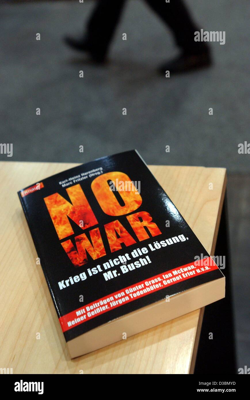 (dpa) - A book, titled 'No War' written by German author Guenter Grass and retired German politician Heiner - Stock Image
