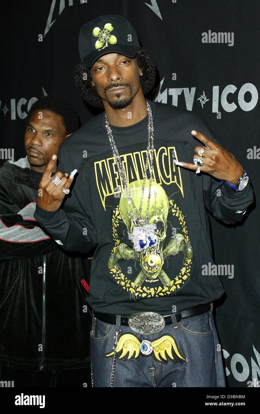 (dpa) - US hip hopper Snoop Doggy Dog gestures during the MTV Icon event in Los Angeles, 3 May 2003. - Stock Image