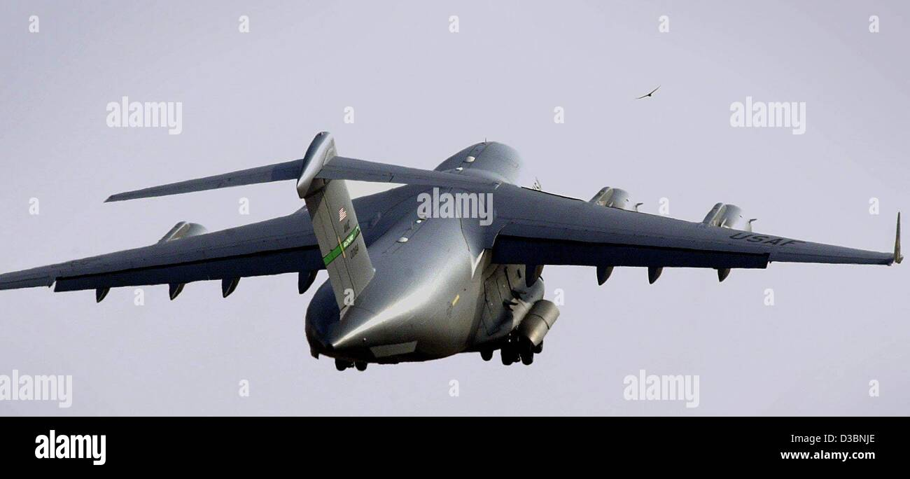 (dpa) -  A Galaxy transport carrier of the US Air Force is in the air after taking off at the airport in Frankfurt, - Stock Image