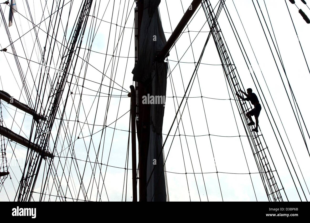 (dpa) - A sailor climbs up the main mast of the sailing vessel Sea Cloud II in Hamburg, Germany, 12 August 2003. Stock Photo