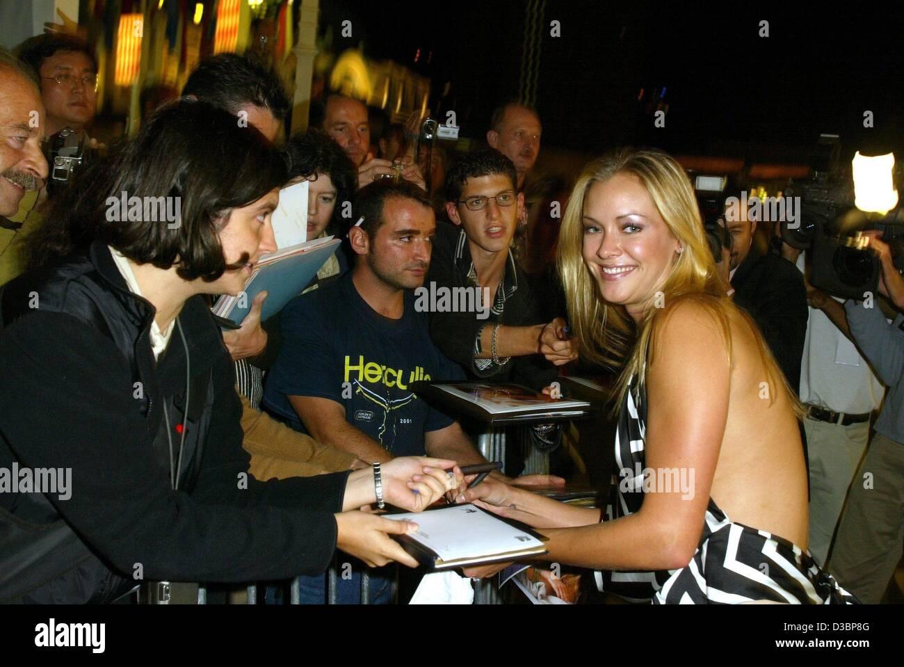 dpa) - us actress kristanna loken ('terminator 3') signs autographs