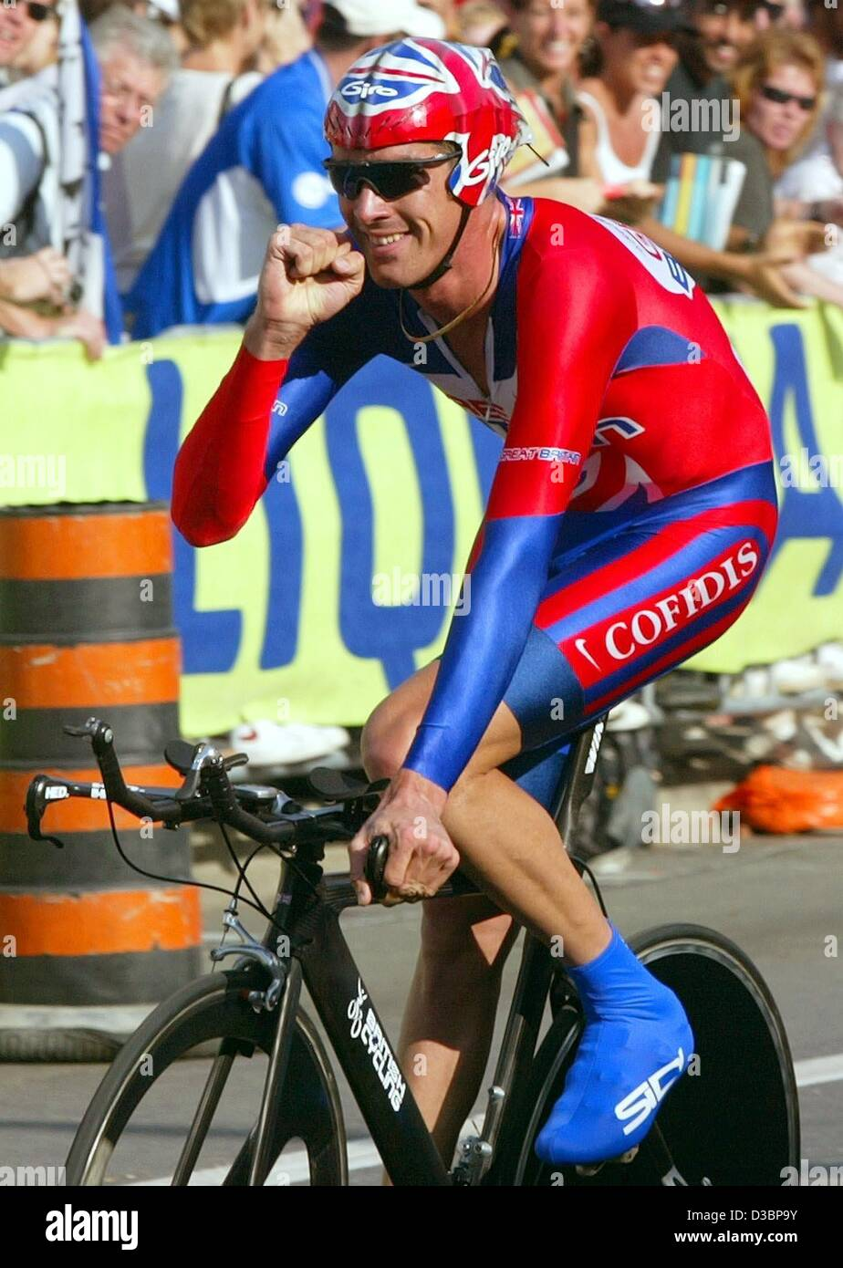 (dpa) - 26-year-old cyclist David Millar from Scotland (C) cheers after winning the time trial race over 41.2 km - Stock Image
