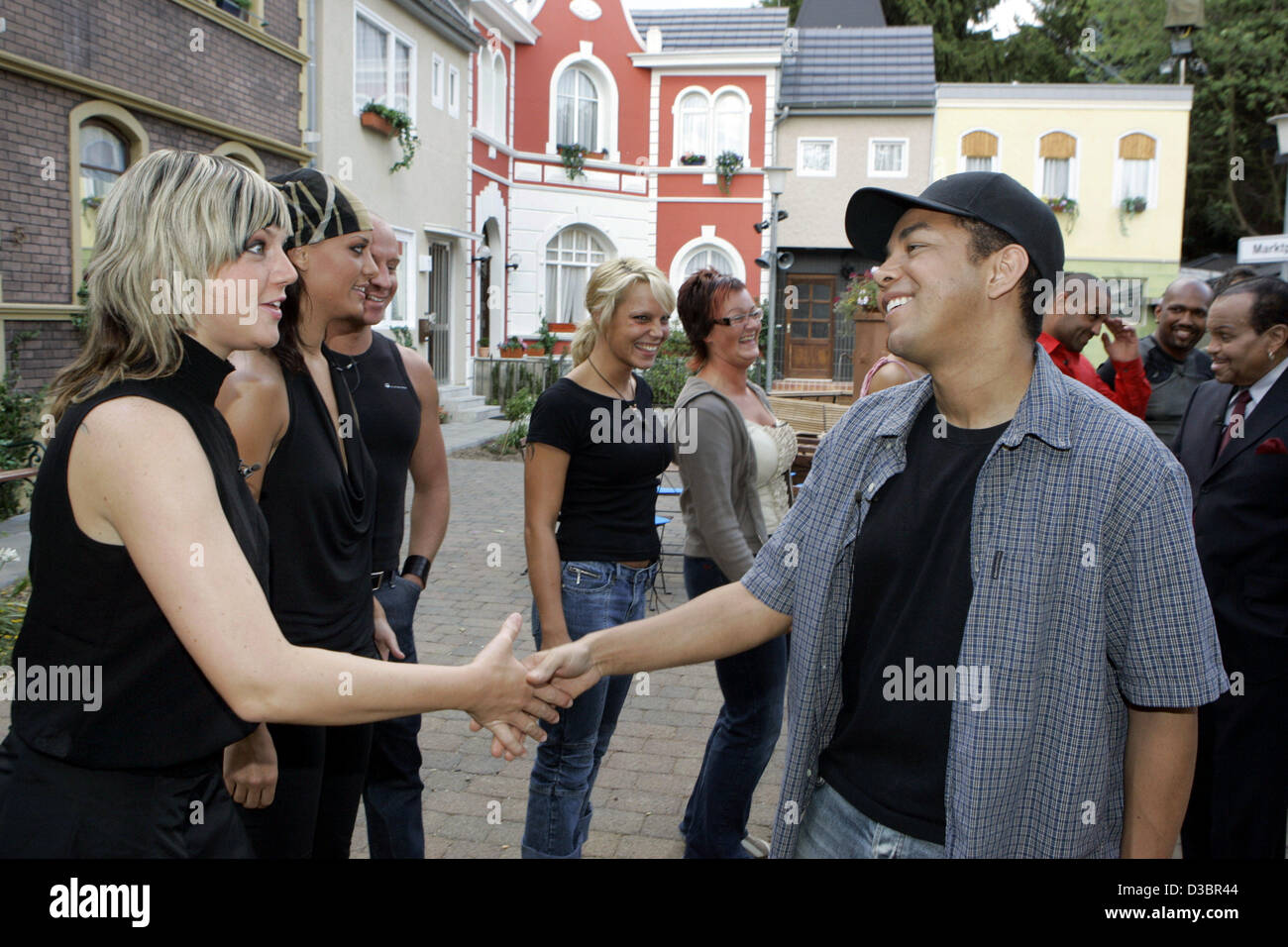 (dpa) - Taj Jackson jokes with a female housemate of the German 'Big Brother' village Wednesday, 20 July - Stock Image