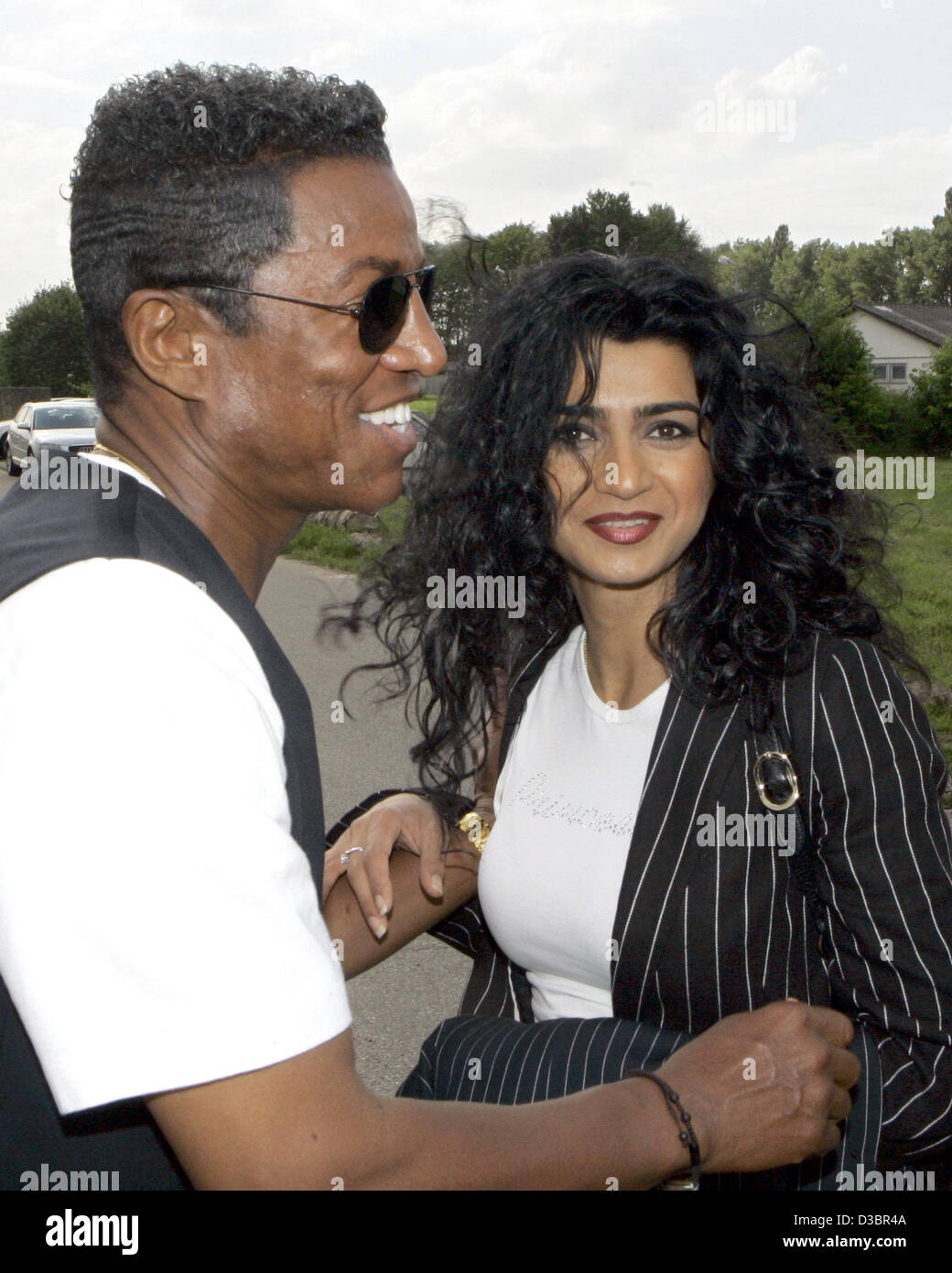 (dpa) - Jermaine Jackson jokes with his girl-friend Halima during their visit to the German 'Big Brother' - Stock Image