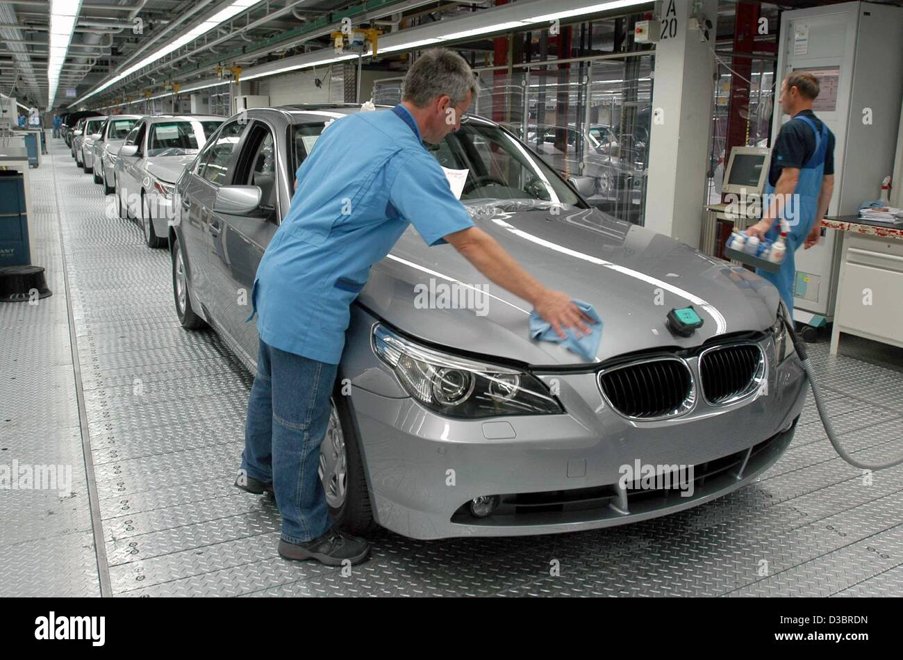 (dpa) - An employee of BMW polishes a car of the new fiver model range at the BMW assembly plant in Dingolfing, - Stock Image
