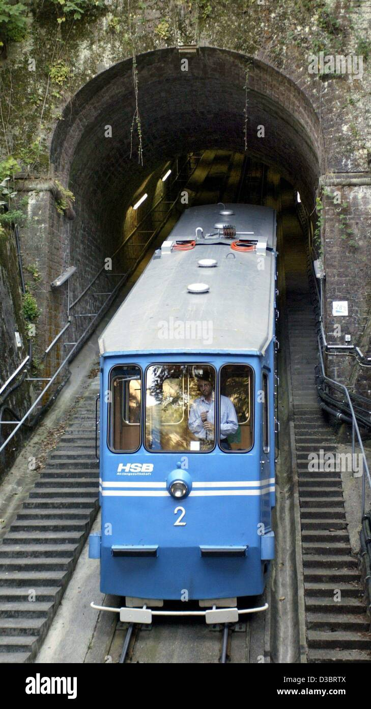 (dpa) - The historic funicular drives into a tunnel in Heidelberg, Germany, 18 September 2003. The railway currently - Stock Image