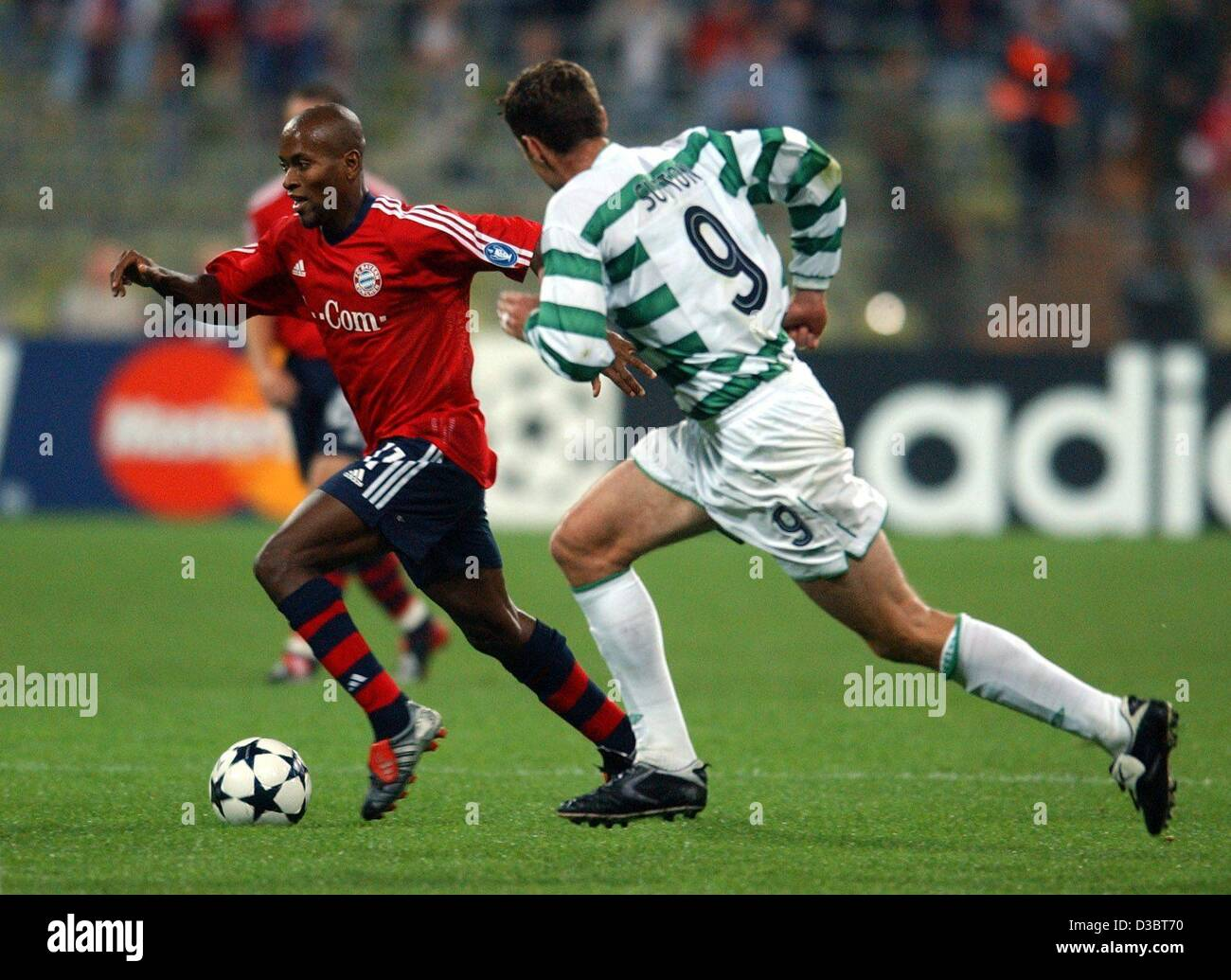 (dpa) - Bayern Munich's midfielder Ze Roberto (L) runs with the ball closely followed by Glasgow's forward Chris Stock Photo