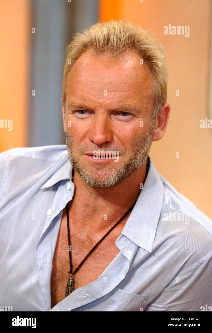 (dpa) - British pop star Sting pictured during a TV show in Cologne, Germany, 16 September 2003. Sting came to Germany - Stock Image