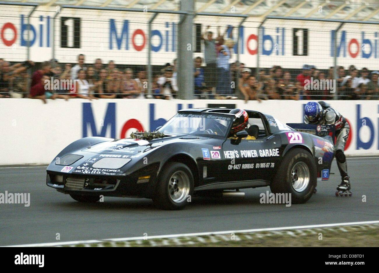 (dpa) - The Swiss stuntman Juerg Schlaeffi stands on inline skates and holds on to a 1000 hp strong Drag Race Corvette, - Stock Image