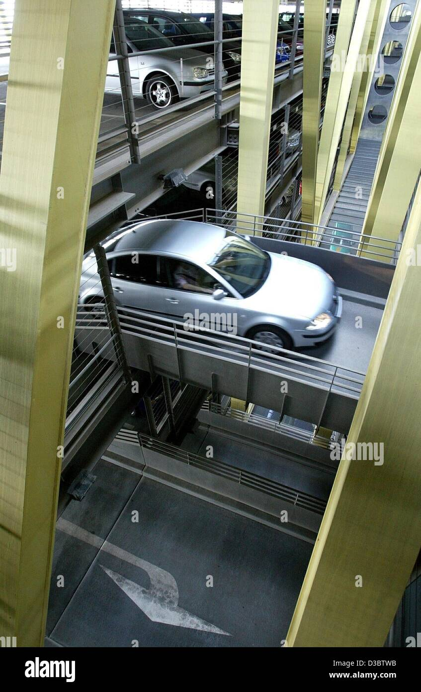(dpa) - A car passes a bridge leading up to the next storey in a car park at the airport Leipzig/Halle in Schkeuditz, Stock Photo