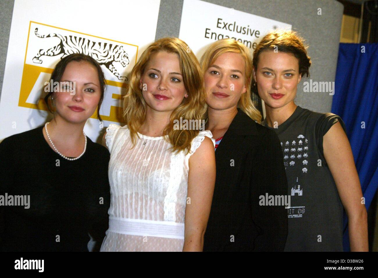 (dpa) - The actresses (from L:) Christina Ricci, Marisa Coughlan, Franka Potente and Shalom Harlow pose during a - Stock Image
