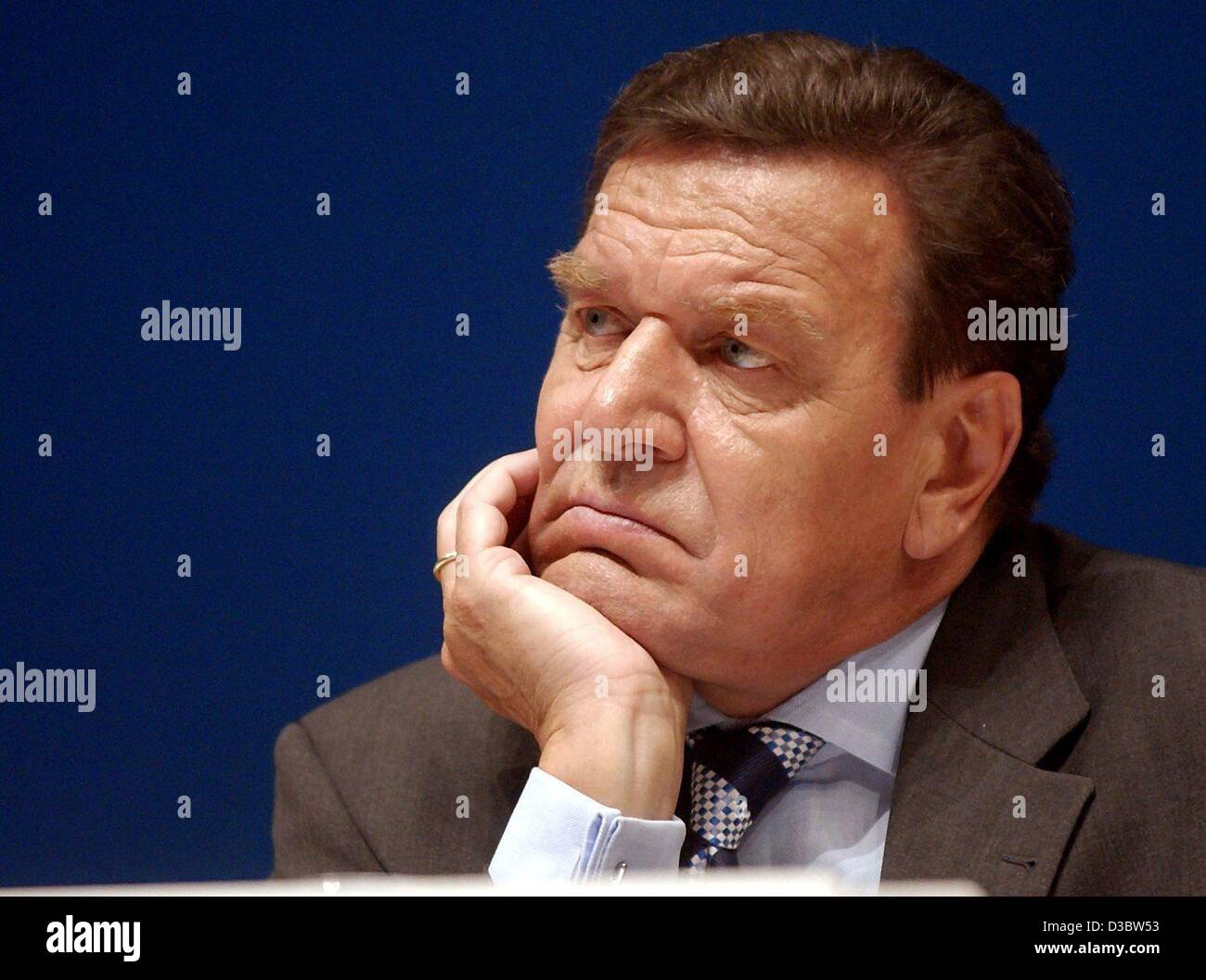 (dpa) - German Chancellor Gerhard Schroeder listens thoughtfully to a speech during a congress in Halle, Germany, - Stock Image