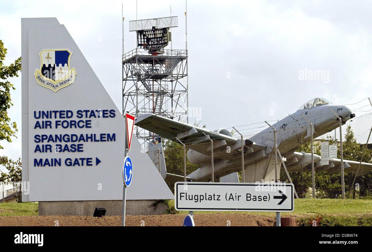 (dpa) - An A-10 airplane of the US Air Force stands at the gate of the US air base in Spangdahlem, western Germany, - Stock Image
