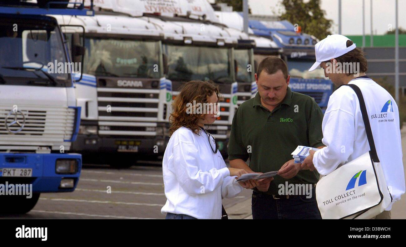 (dpa) - An information team of the motorway toll consortium Toll Collect advises a lorry driver on a service area - Stock Image