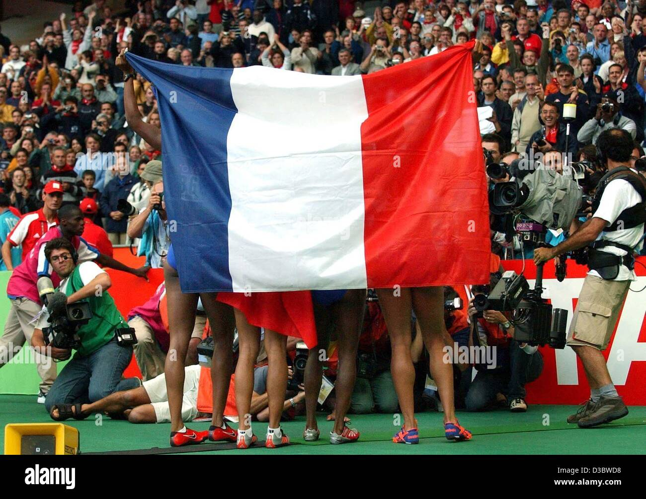 (dpa) - The runners of the French 4x100 m women's relay jubilate and pose for photographers with their national - Stock Image
